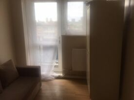 2 Double Rooms 1 Single Room Available Now*SE8 5Ax