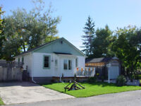 COMFORTABLE MOVE IN READY BUNGALOW IN RENFREW