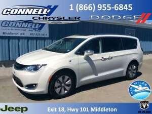 2017 Chrysler Pacifica Hybrid Platinum  ** Hybrid **