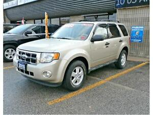 2010 FORD ESCAPE XLT WITH HEATED LEATHER SEATS AND SUNROOF