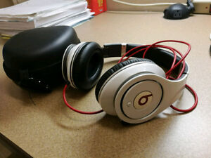 Beats Studio 1st gen Headphone white