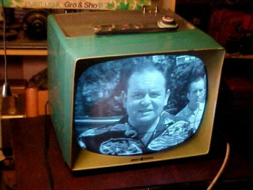 RETRO VINTAGE TV GE PORTABLE 17 INCH B+W TURQUOISE 1958  GAMING