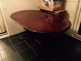 Beautiful mahogany extendable table wirh chairs