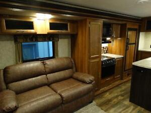 Couples 3-slide Travel Trailer with Rear Living Room Kitchener / Waterloo Kitchener Area image 10