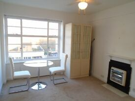 Studio 5 minutes walk from Buckingham Palace for short term, next to tube station
