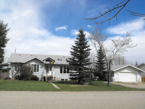 Newer Bunglow with detached huge garage. Strathmore.