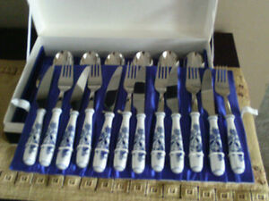 Zwiebelmuster Blue Onion Flatware Cutlery Set and Dinnerware