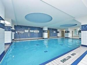 Stunning 1 bed plus den 1 bath condo in Square one Mississauga