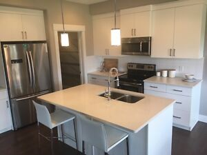 1X LARGE ROOMS AVAILABLE OWN BATHROOM BACKING ON TO JUBLEE PARK