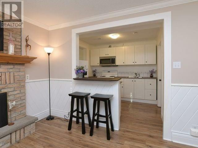 Large Bright 2BR Apartment- Central Collingwood- All ...