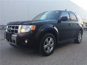 2010 Ford Escape Limited V6 - 4WD In Triple Black !