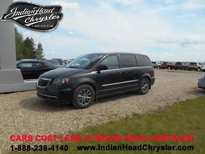 2015 Chrysler Town & Country S | Sport Looks | DVD | Bluetooth |