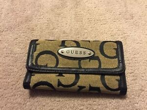Guess Wallet Cambridge Kitchener Area image 1