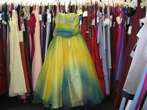 WOW! Robe de graduation / Prom Dress size 8 Looks Amazing!