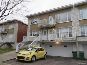 Large 5 1/2 located in the heart of Lasalle