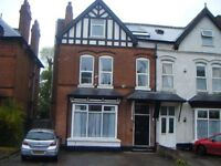 *SPACIOUS TWO BEDROOM FLAT*NEW ON THE MARKET*OFF STREET PARKING*PERFECT FOR PROFESSIONALS**WOODSTOCK