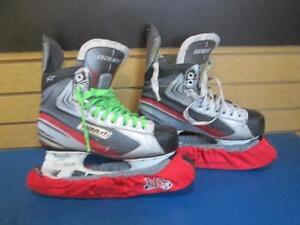 Patin de hockey de marque Bauer