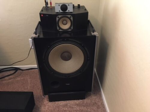 Pair Of Vintage Technics Speakers SB7000A Great working condition