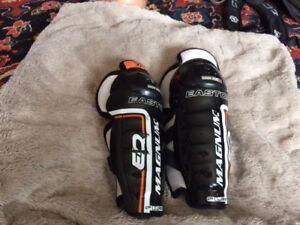 "Youth Hockey Shin Pads (9""), Shoulder Pads (YM) & socks"