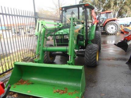 JOHN DEERE CAB TRACTOR WITH LOADER