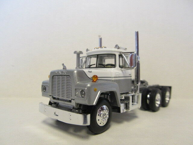 1ST GEAR 1/64 SCALE  R MODEL MACK DAY CAB  SILVER & WHITE SAME SCALE AS DCP