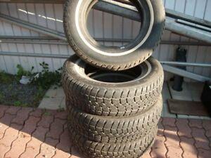 4 pneus comme neuf hiver avec roues acier 15 po.