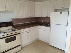 *West side - 2 Storey, 3 bedroom apartment *HEAT AND LIGHTS