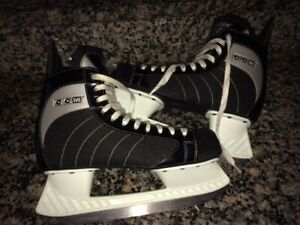 REDUCED!MENS CCM 40 Nearly-New/Barely Worn!