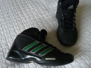 Youth Boys Size 2 Adidas Indoor Basketball Shoes - used INDOORS
