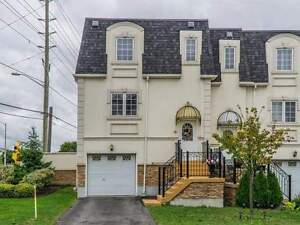 Twnhouse 3 - Storey -  3+1 Beds - 215 16th Ave - York