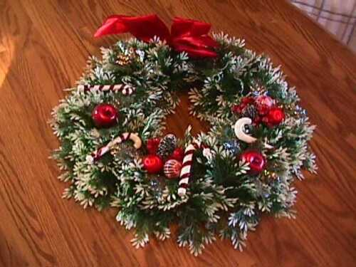 VINTAGE PLASTIC DECORATED CHRISTMAS WREATH WHITE TIPS  18""