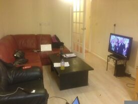 Small Double room in a nice house, all bills Included! 02/12