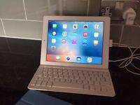 3rd Generation Apple Ipad with keyboard
