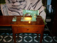 Vintage 1958 Singer: sewing machine/ machine a coudre