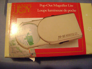 Pop-Out Magnifier Lite / Magnifying Glass w/ Light - BRAND NEW! London Ontario image 2