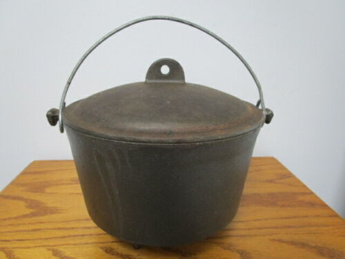 Vintage  Cast Iron 3-leg Pot Cauldron With Bail Handle and Lid Marked RB