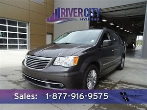 2015 Chrysler Town & Country S LEATHER DVD NAV $186b/w