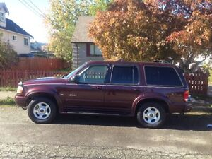*REDUCED* 2000 Ford Explorer Limited 4x4