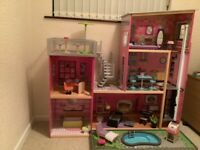 Kidcraft large dolls house with furniture (suitable for barbie sized dolls) include elevator