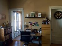 $850 BACHELOR, CENTRETOWN, DOWNTOWN, HERITAGE-TYPE, SEPT 1