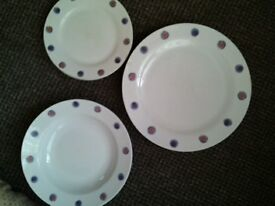 3 piece set including 3 large and small plates and 3 bowls