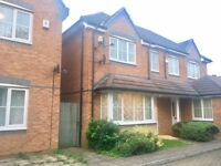 Spacious 4 Bedroom House - Close to local schools
