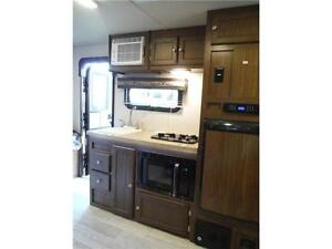 2017 Palomini 179RDS Ultra Lite Travel Trailer with Slideout Stratford Kitchener Area image 9