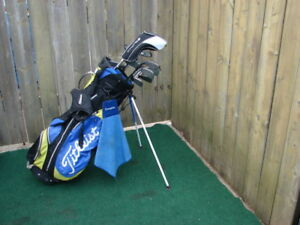 Men's Right Hand Titliest golf club set with Titliest golf bag