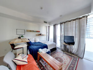 Bright, Modern Studio in Heart of Entertainment District!