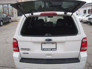 IMMACULATE !!! 2012 FORD ESCAPE London Ontario image 7