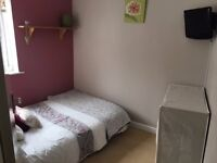 Room for rent, Mon – Friday let only