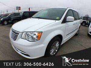 2015 Chrysler Town & Country Touring w/ Leather, Sunroof, Naviga