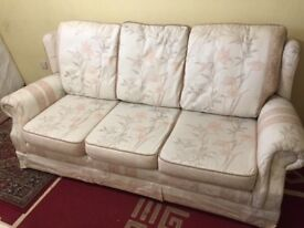 Sofa English style 3 and 2 fabric sofa Great condition