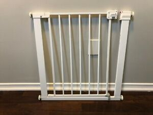 Safety gate, baby proofing (Safety 1st, Auto-Close Gate)